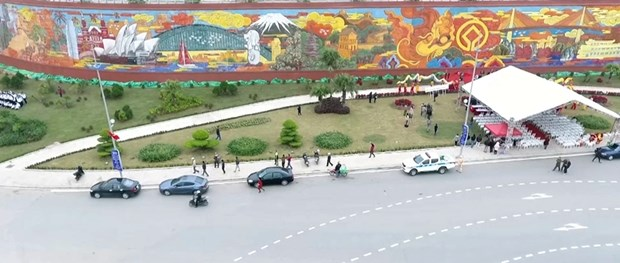Inauguration de la fresque en ceramique la plus grande du Vietnam a Quang Ninh hinh anh 1