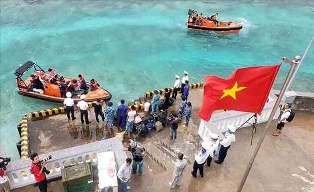 Des cadeaux pour les soldats en poste sur l'ile Sinh Ton Dong hinh anh 1
