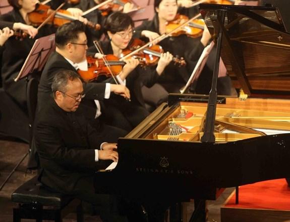 Soiree musicale sud-coreenne-vietnamienne a l'Opera de Hanoi hinh anh 1