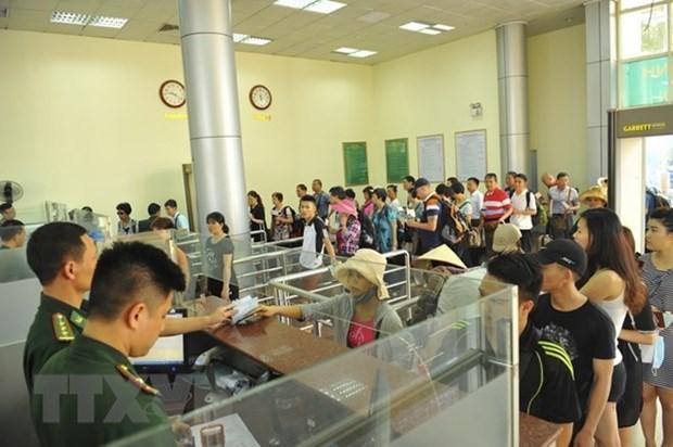 Tet : le poste frontalier de Mong Cai accueille plus de 18.000 touristes etrangers hinh anh 1