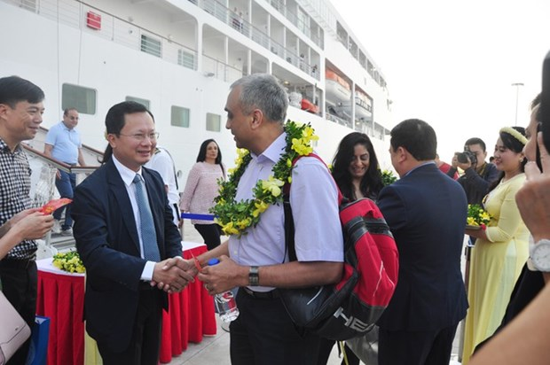 Le port international d'Ha Long accueille une croisiere six etoiles hinh anh 1