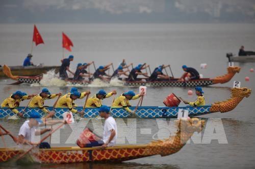 Ouverture du festival de courses des bateaux-dragons de Hanoi elargi 2019 hinh anh 1