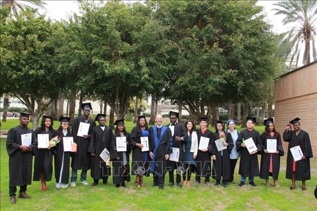 Remise des diplomes de master aux etudiants vietnamiens en Israel hinh anh 1