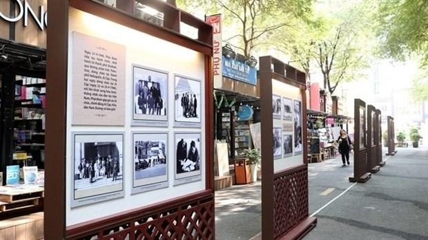 Exposition sur la premiere visite d'une delegation parlementaire vietnamienne en France hinh anh 1