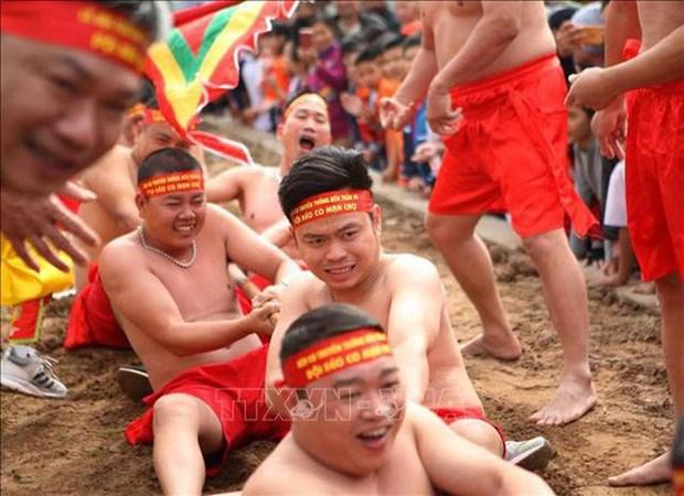 Reception du certificat de l'UNESCO pour le jeu de tir a la corde du temple de Tran Vu hinh anh 1