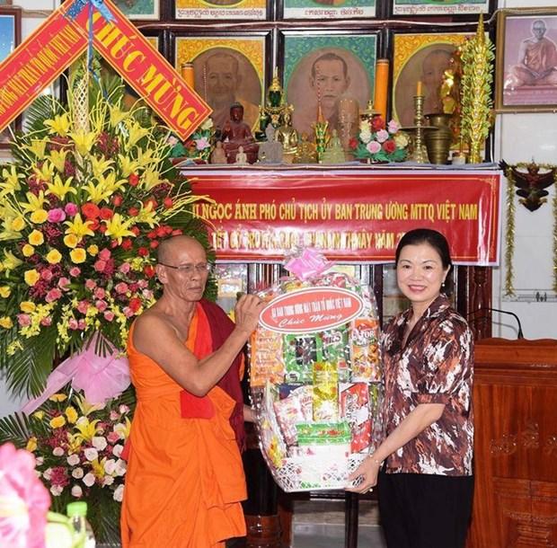 Chol Chnam Thmay : une delegation du CC du FPV se rend a Bac Lieu hinh anh 1