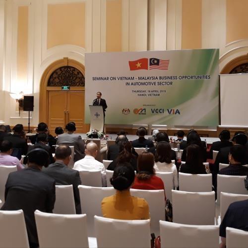 Automobiles : les entreprises malaisiennes etudient des opportunites d'investissement au Vietnam hinh anh 1