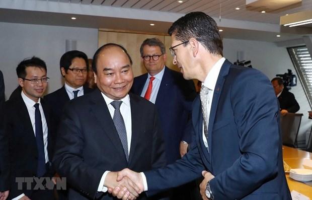 Le PM Nguyen Xuan Phuc rencontre des dirigeants de plusieurs groupes norvegiens hinh anh 1
