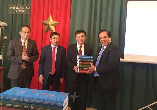 Lancement de l'ensemble du grand dictionnaire tcheque-vietnamien hinh anh 1