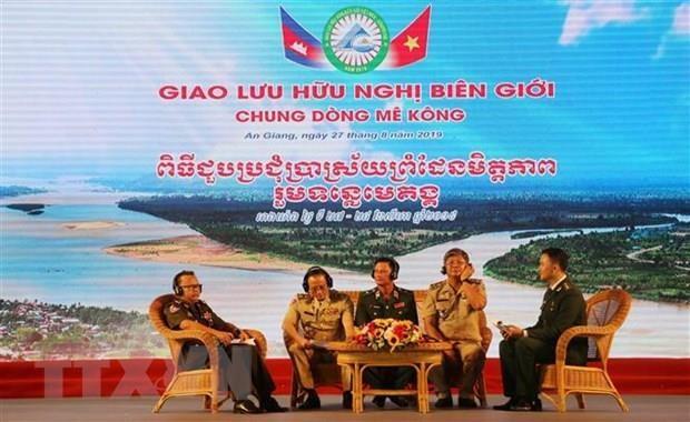 Un echange d'amitie frontaliere Vietnam-Cambodge hinh anh 1