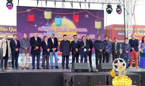 Pologne: promotion de la culture vietnamienne a la fete d'automne Wolka Kosowska hinh anh 1