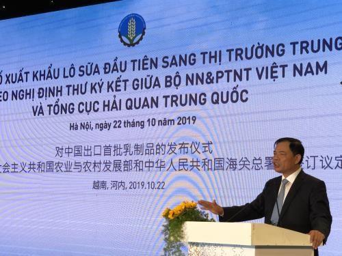 Le Vietnam exporte un premier lot de produits laitiers en Chine hinh anh 1