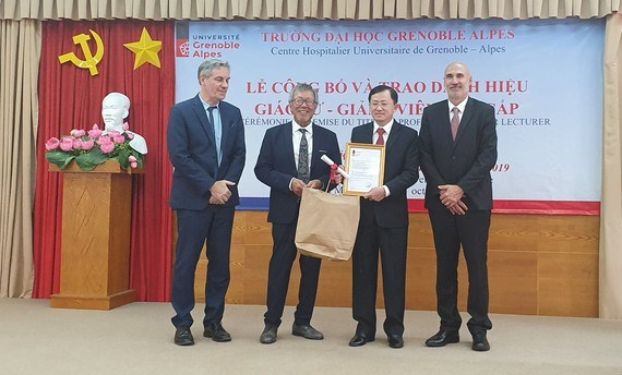 Le medecin Phu Chi Dung honore par l'Universite Grenoble Alpes hinh anh 1