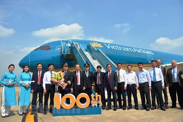 Vietnam Airlines contribue a ameliorer la position du secteur national de l'aviation hinh anh 2