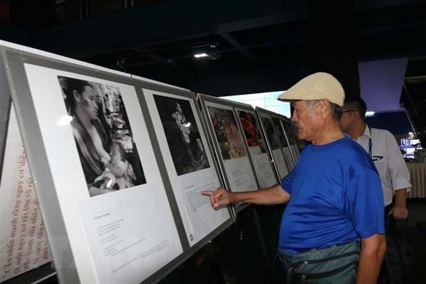 Ouverture d'une exposition de photos sur les victimes de guerre vietnamiennes et japonaises hinh anh 1