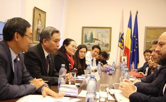 Une delegation de haut niveau du Conseil populaire de Ho Chi Minh-Ville en Roumanie hinh anh 1