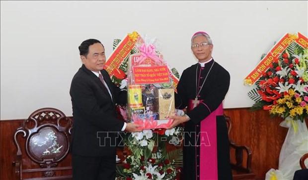 Des autorites formulent des vœux de Noel dans plusieurs localites hinh anh 1