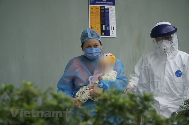 La fillette de trois mois infectee par le COVID-19 est sortie de l'hopital hinh anh 1