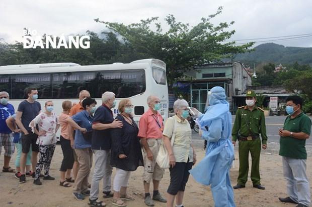 Des localites renforcent la lutte contre la pandemie de COVID-19 hinh anh 1