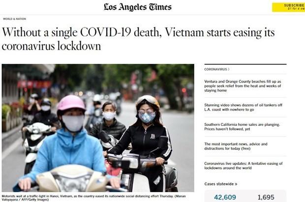 Des medias etrangers apprecient l'experience vietnamienne dans sa lutte contre le COVID-19 hinh anh 1