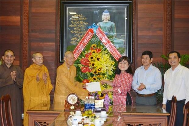 Vesak 2020: felicitations a des etablissements bouddhiques a Dak Lak et Vinh Long hinh anh 1