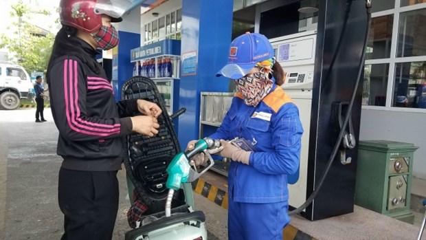 Les prix de l'essence augmentent apres huit fois de chute hinh anh 1