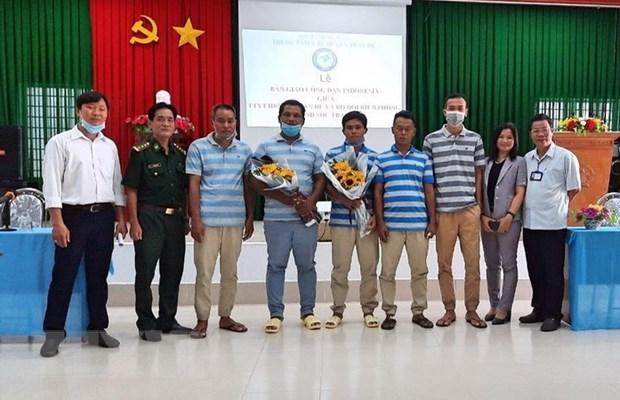 Cinq marins indonesiens secourus en mer sont rapatries vers leur pays d'origine hinh anh 1