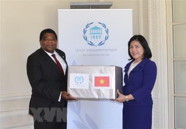 Le Vietnam offre des masques medicaux au secretariat de l'UIP et a la ville de New York hinh anh 1