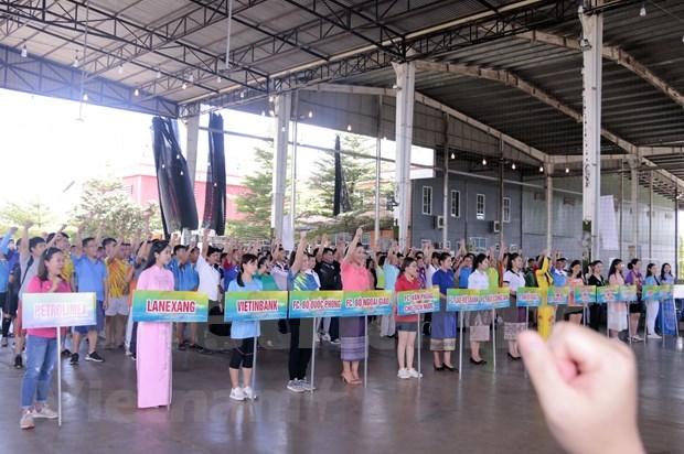 Echange sportif entre le Vietnam et le Laos a Vientiane hinh anh 1