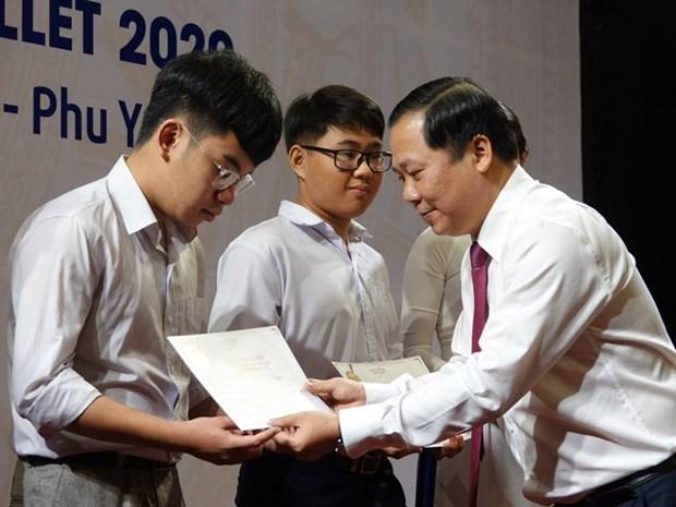 Remise de bourses Vallet a des eleves a Binh Dinh, Phu Yen et Gia Lai hinh anh 1