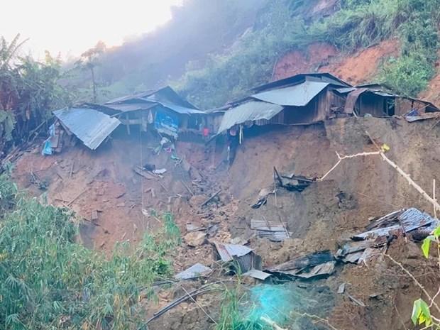 Quang Nam : un autre glissement de terrain enseveli 11 personnes dans le district de Phuoc Son hinh anh 1