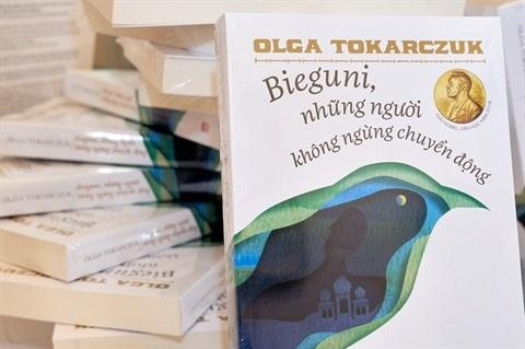 Publication du roman Bieguni d'Olga Tokarczuk en vietnamien hinh anh 1