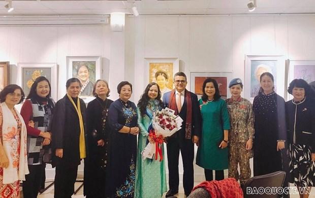 Colloque sur les femmes et leurs activites diplomatiques pour la paix hinh anh 1