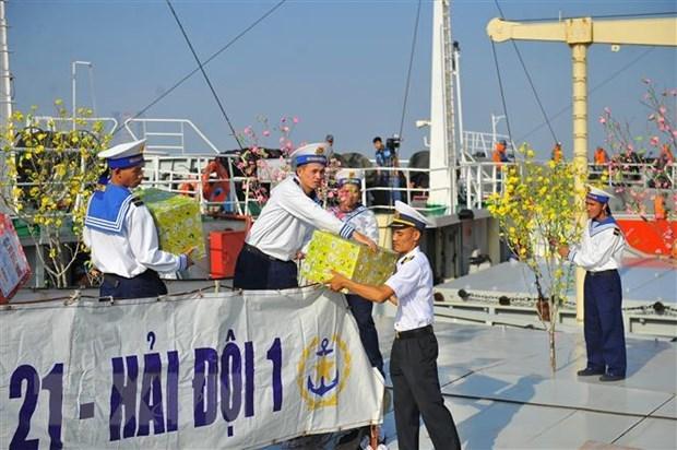 Cadeaux du Tet pour les militaires en mission sur la plate-forme DK1 hinh anh 1