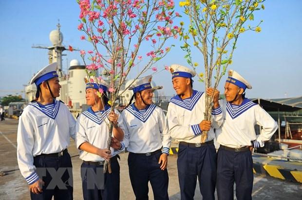 Cadeaux du Tet pour les militaires en mission sur la plate-forme DK1 hinh anh 2