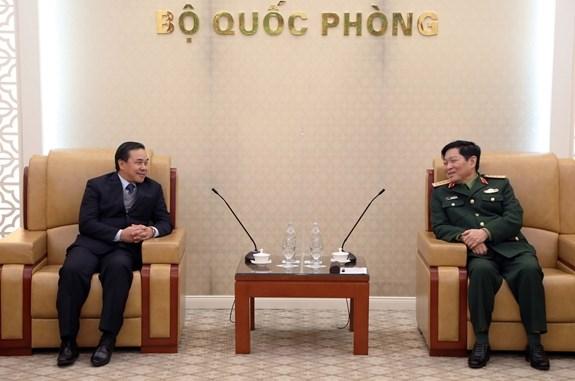 Le general Ngo Xuan Lich recoit l'ambassadeur du Laos au Vietnam hinh anh 1