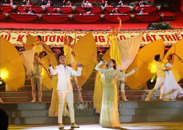 Ho Chi Minh-Ville: programme artistique celebrant le 13e Congres national du Parti hinh anh 1