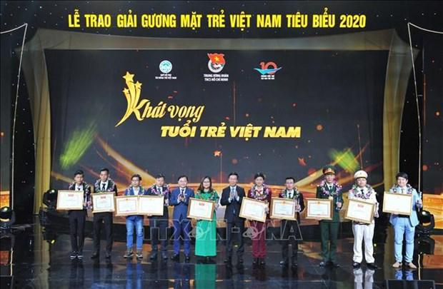 Dix jeunes personnalites exemplaires du Vietnam de 2020 a l'honneur hinh anh 1