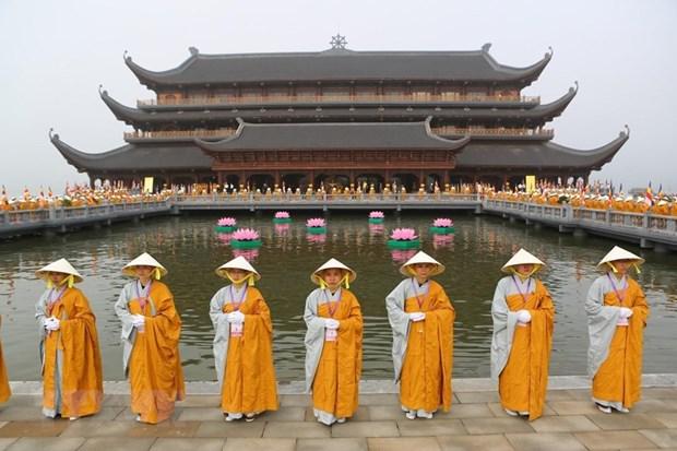Le chef du FPV formule les vœux pour le 2565e anniversaire de Bouddha hinh anh 1