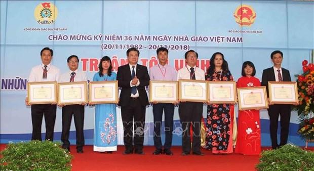 Celebrations de la Journee des enseignants vietnamiens dans l'ensemble du pays hinh anh 1