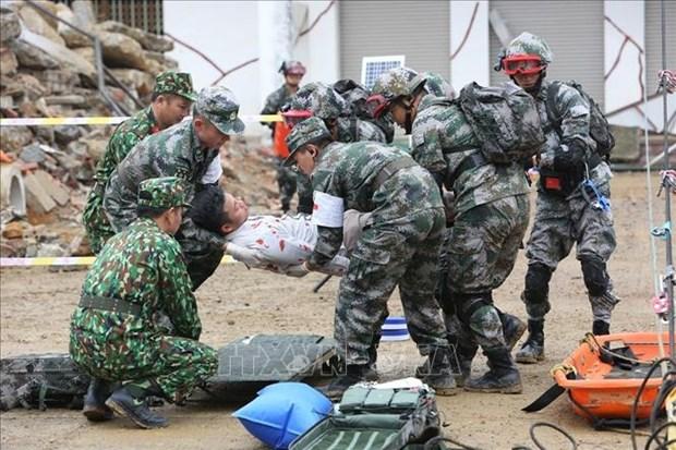 Cooperation entre les armees et les populations de la region frontaliere Phuc Hoa et Longzhou hinh anh 1