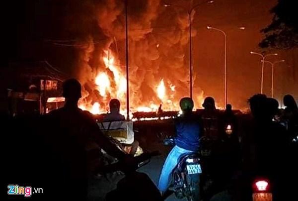 L'explosion d'un camion-citerne fait 6 morts dans la province de Binh Phuoc hinh anh 1