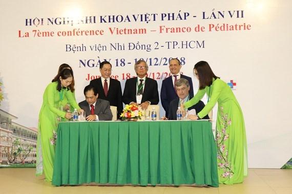 Le Vietnam et la France renforcent leur cooperation dans la pediatrie hinh anh 1