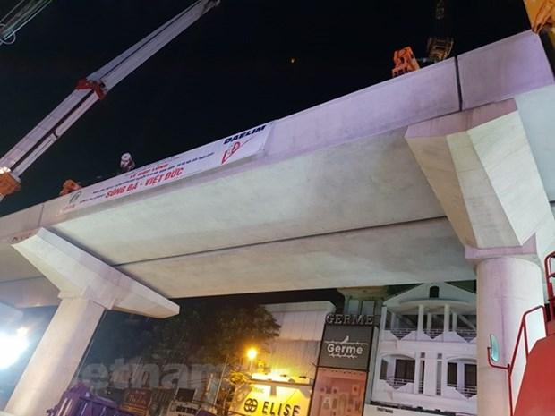 Achevement de la derniere poutre en beton de l'embranchement aerien Nhon - gare de Hanoi hinh anh 1