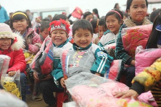 6,3 milliards de dongs pour assister des familles necessiteuses d'ethnies minoritaires hinh anh 1