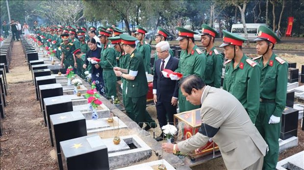 Binh Phuoc : inhumation des restes de 44 soldats tombes au Cambodge hinh anh 1