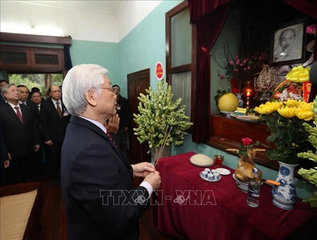Nguyen Phu Trong rend hommage au President Ho Chi Minh hinh anh 1