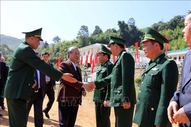 Des dirigeants presentent leurs vœux du Tet a Dong Thap et a Son La hinh anh 2
