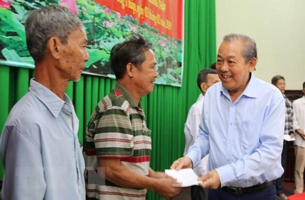 Des dirigeants presentent leurs vœux du Tet a Dong Thap et a Son La hinh anh 1