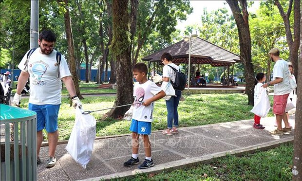 « Journee de balayer des dechets plastiques » a Ho Chi Minh-Ville hinh anh 1